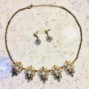 💛💕💕Beautiful Crystal Necklace and Earring Set